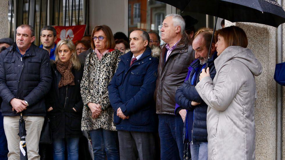 Concentración en repulsa del asesinato machista en Becerreá.Arias, candidata.
