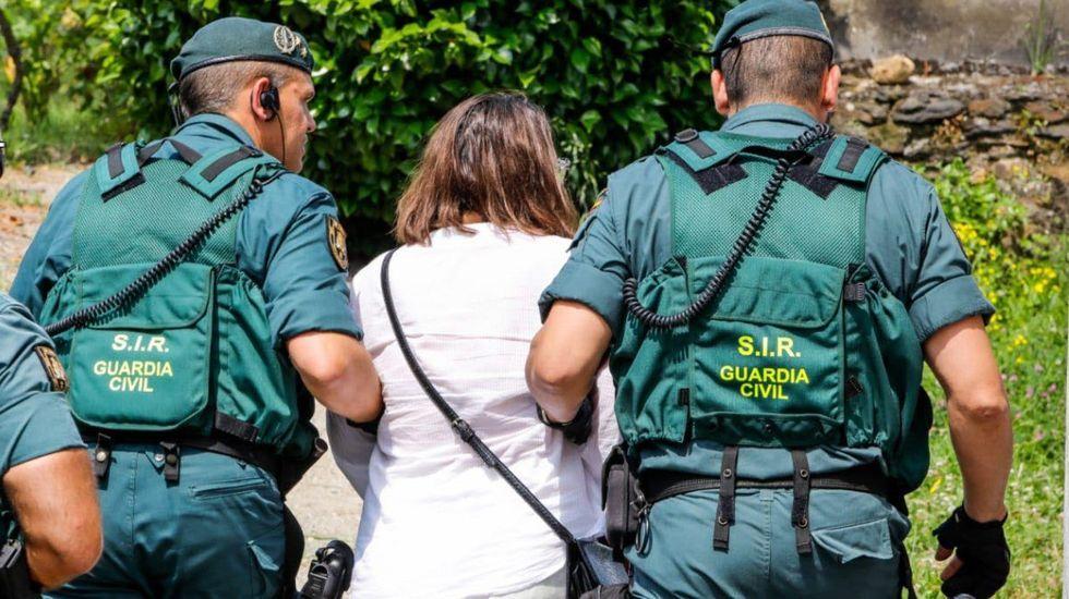 Momento en que Lucía Expósito es detenida por la Guardia Civil