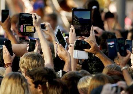 Los robos de móviles suelen producirse durante las aglomeraciones.
