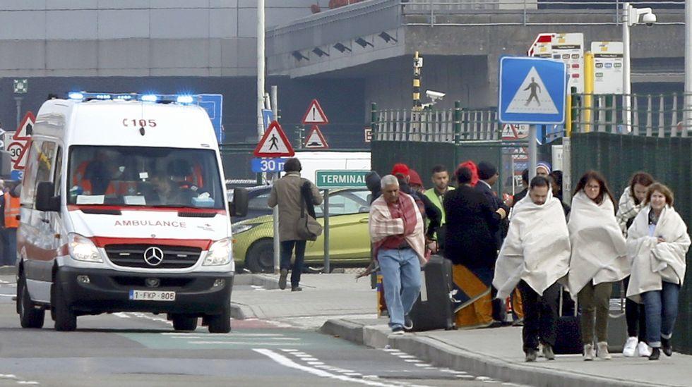 Los bomberos llegan a la estación de metro de Maelbeek