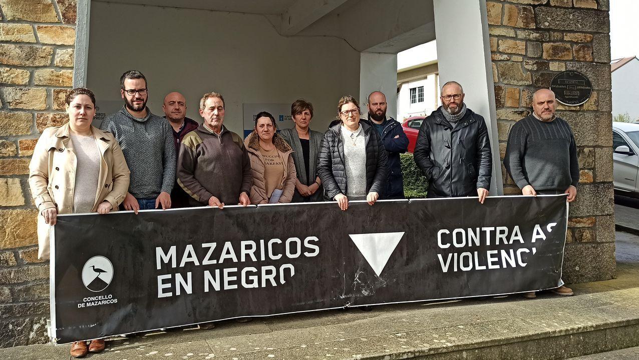 Festa do Bolo do Pote en Mazaricos.Minuto de silencio ante el Concello de Mazaricos
