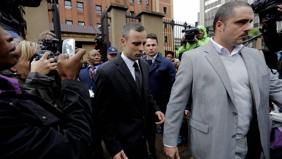 Pistorius abandona el juzgado tras otra jornada de juicio