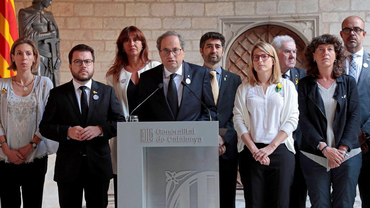 Reunión extraordinaria del gobierno de la Generalitat. El presidente, Quim Torra, acompañado de Elsa Artadi y Pere Aragones, entre otros.
