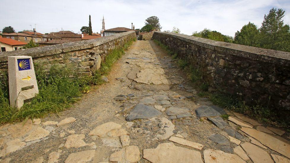 El puente medieval de San Xoán de Furelos, por el que el año pasado pasaron más de 189.000 personas, está vacío