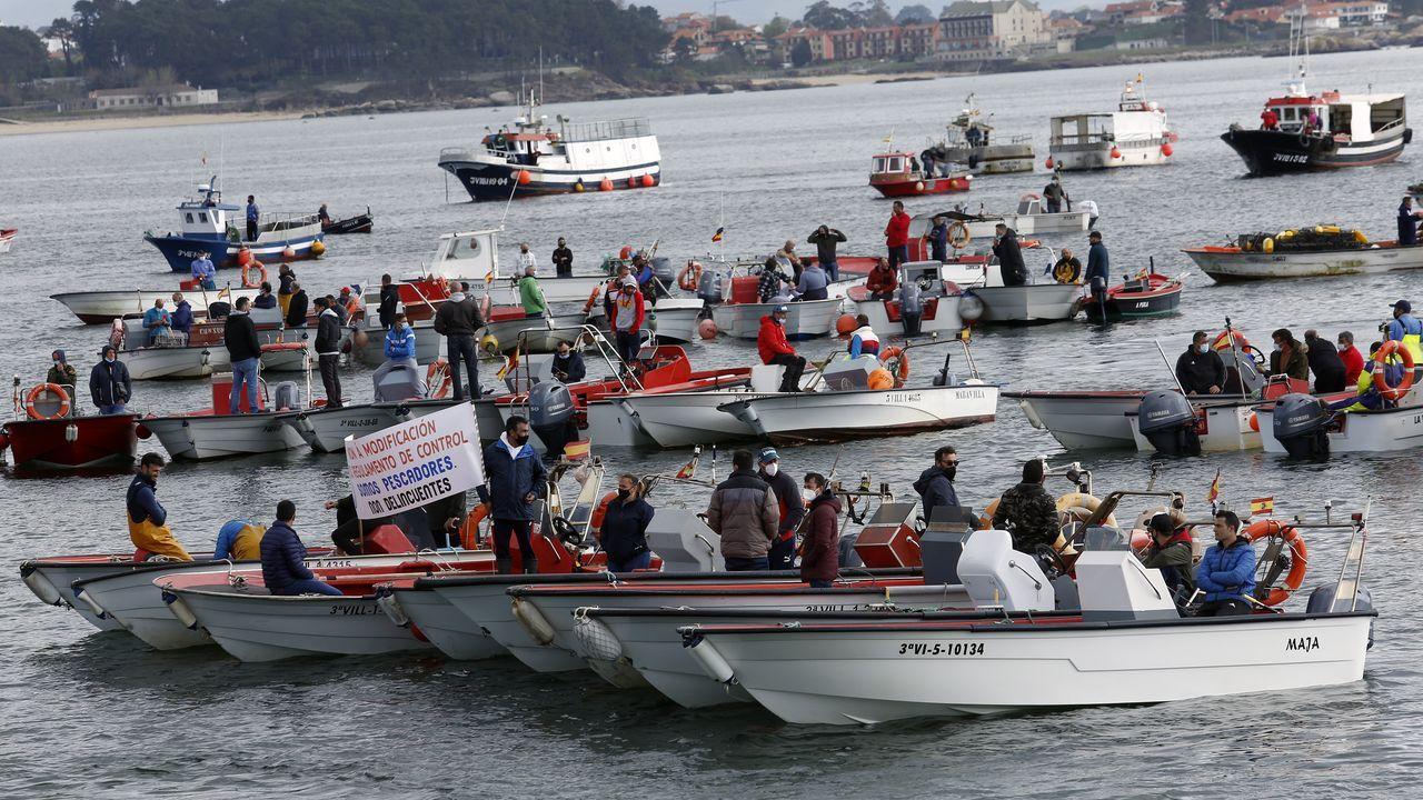 Concentración de la flota de bajura de Ribeira, Aguiño, Palmeira, A Pobra y Cabo de Cruz en la dársena ribeirense