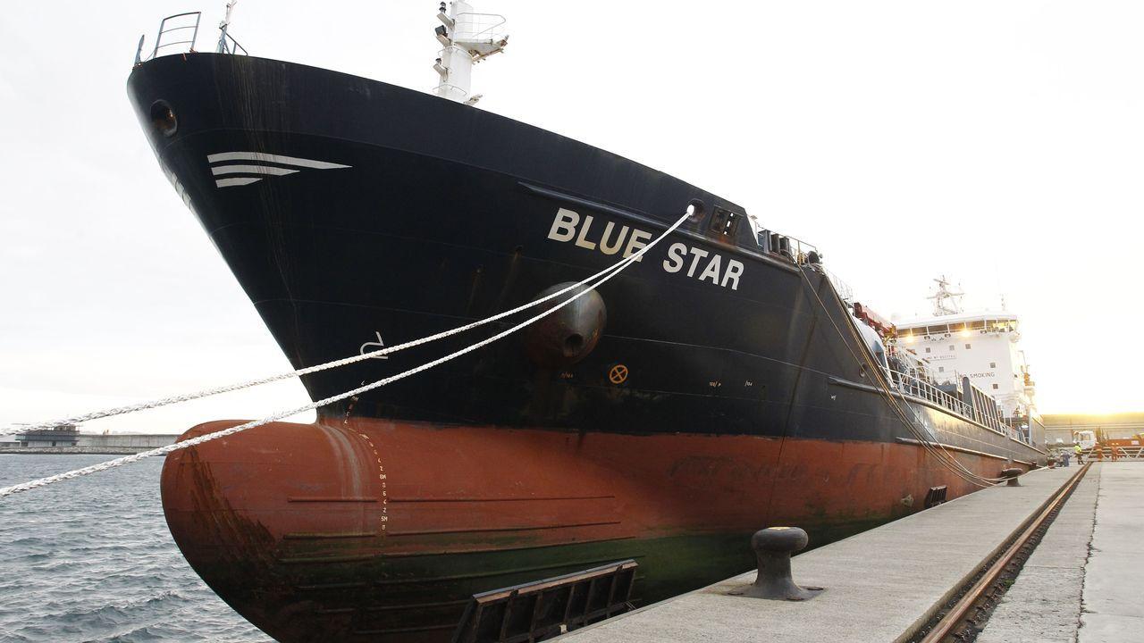 El Blue Star, atracado en el puerto exterior de Ferrol