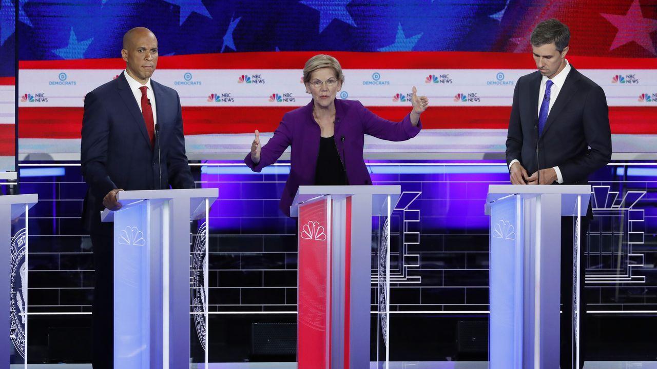 Dron velutinas .Cory Booker, Elizabeth Warren y Beto O'Rourke, en el primer debate demócrata con diez de la veintena de candidatos