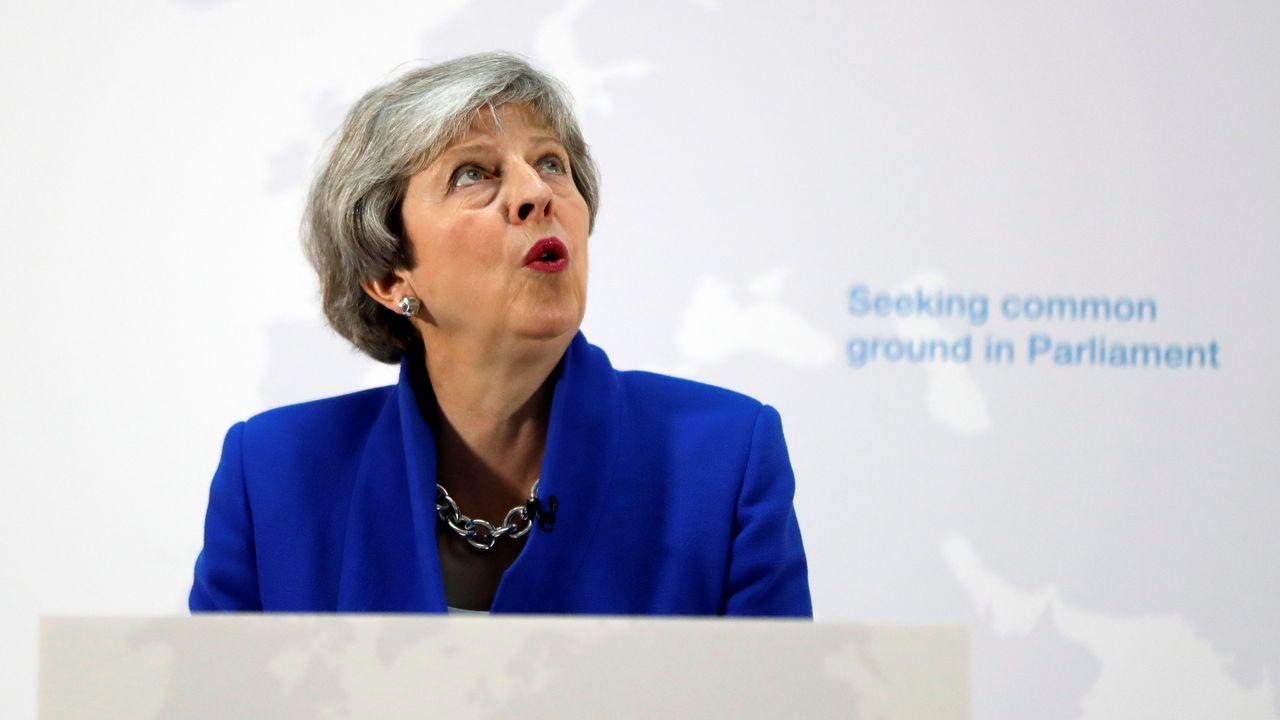 Theresa May, ayer, durante su comparecencia para explicar la nueva propuesta sobre el «brexit»