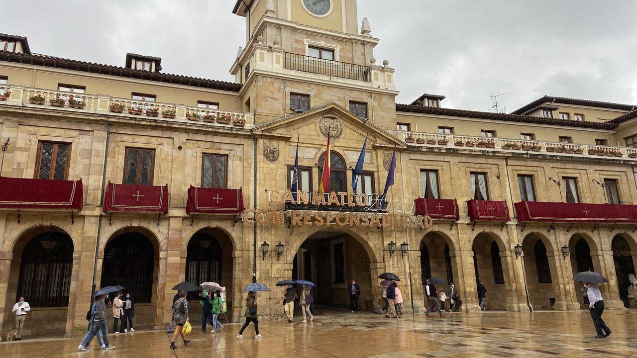 Plaza del Ayuntamiento de Oviedo, durante el día de San Mateo 2020