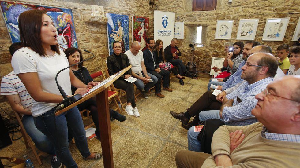 Participantes no acto en lembranza de Asunción Antelo e na entrega do premio Labregha Berghantiñana