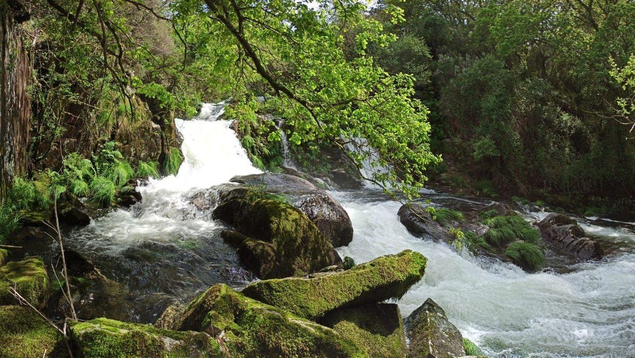 Es la cascada principal que forma el río Beba en su camino hasta unirse al Xallas