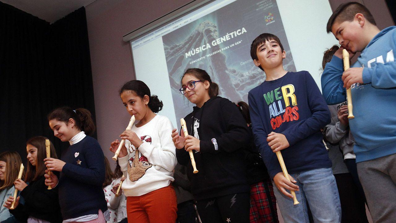 Estudiantes participar en la presentación de Música Genética