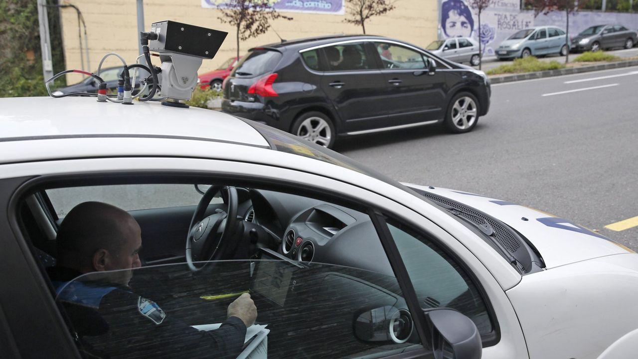 El multamóvil con que ya cuenta el Concello de Ourense, con la cámara instalada en el techo del vehículo