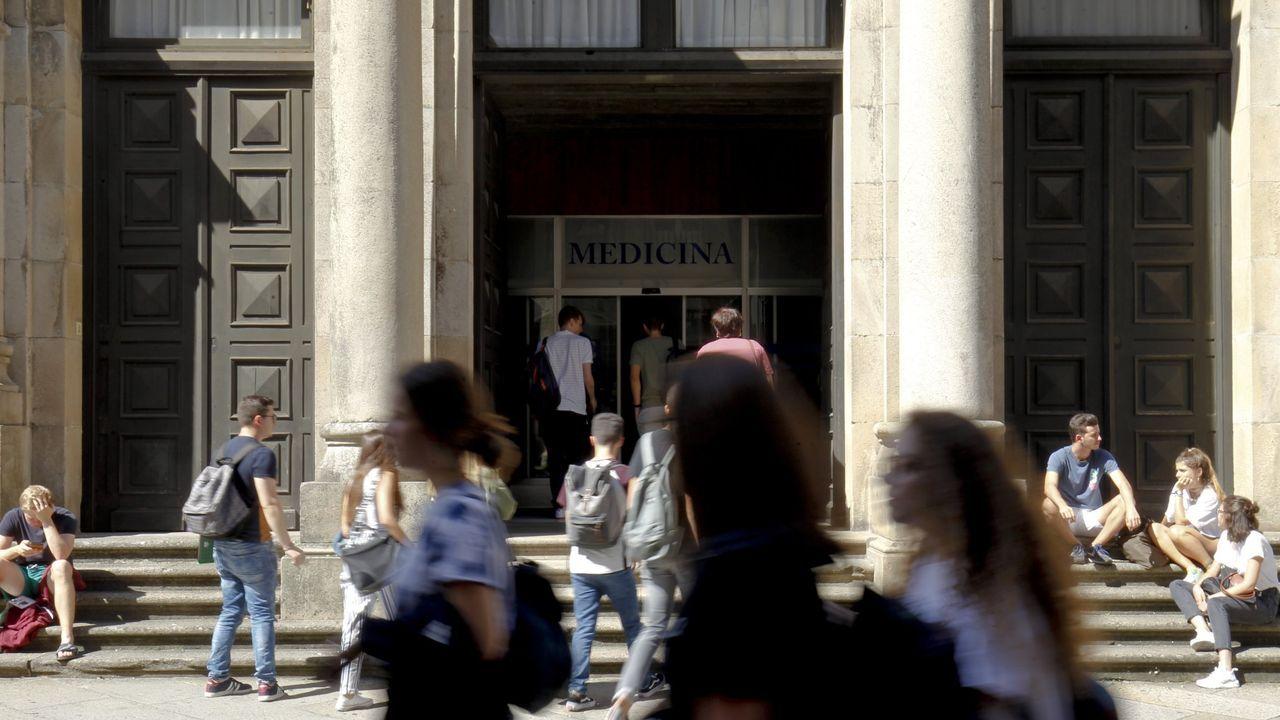 Entrada de la Facultad de Medicina de la USC, en una imagen de archivo