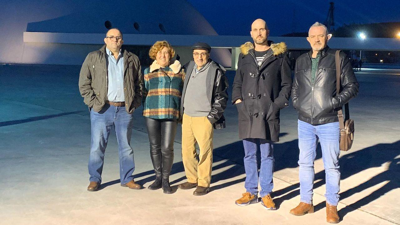 De izquierda a derecha: José Enrique Sánchez, presidente de AFAPAS, Begoña González y Germán Sánchez , familia permanentes, Marcos Valdés, familia extensa, y Luis Álvarez, portavoz de AFAPAS