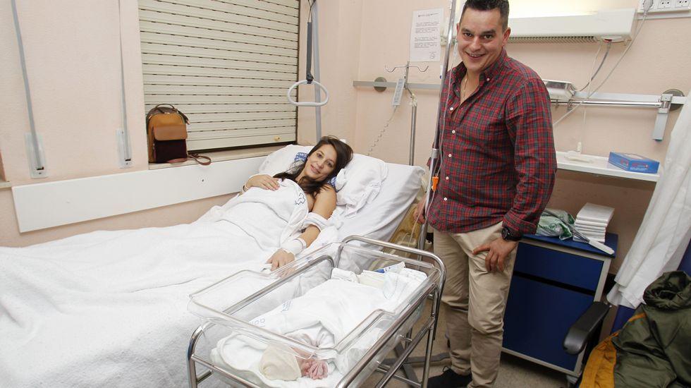 Un recorrido en imágenes por el Camiño dos Mendreiros.María José Besteiro Sánchez y Santiago Varela López, con su hija Leire, la primera bebé que vino al mundo en el hospital de Monforte en el 2019