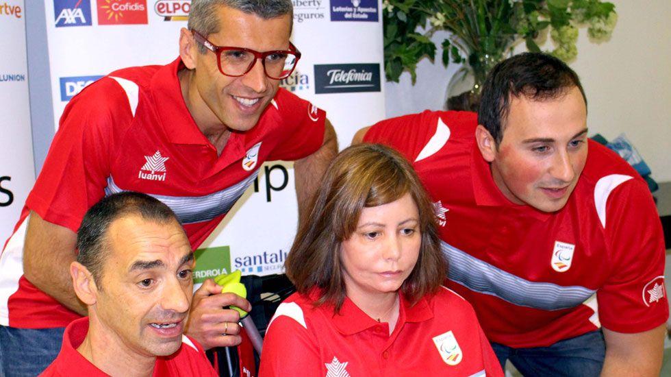 Gerardo Iglesias.De pie, Alberto Suárez Laso. Sentados, por la izquierda, José Manuel González-Santamaría, Liliana Oliveros y David Fernández