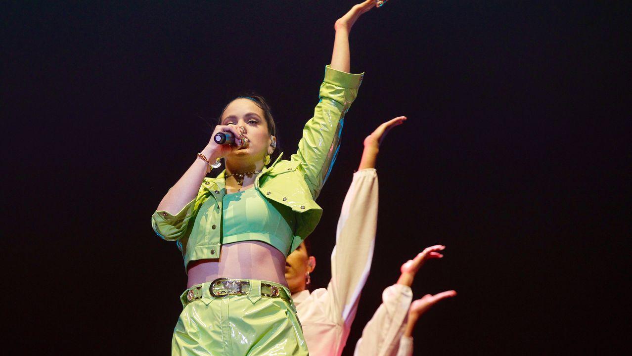 Rosalía, en plena actuación en la noche del sábado en O Son do Camiño