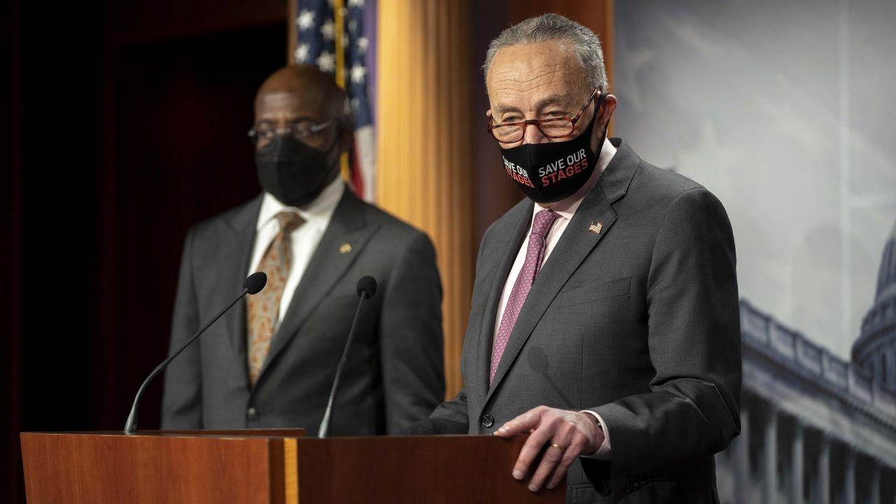 El líder de la mayoría demócrata del Senados, Chuck Schumer, durante una conferencia de prensa en el Capitolio