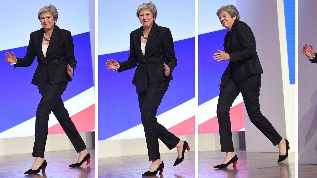 Asífue el primer acto del Atlantic Pride.May intentó desdramatizar la desafección que siente con ella su partido bailando al ritmo del grupo sueco Abba.