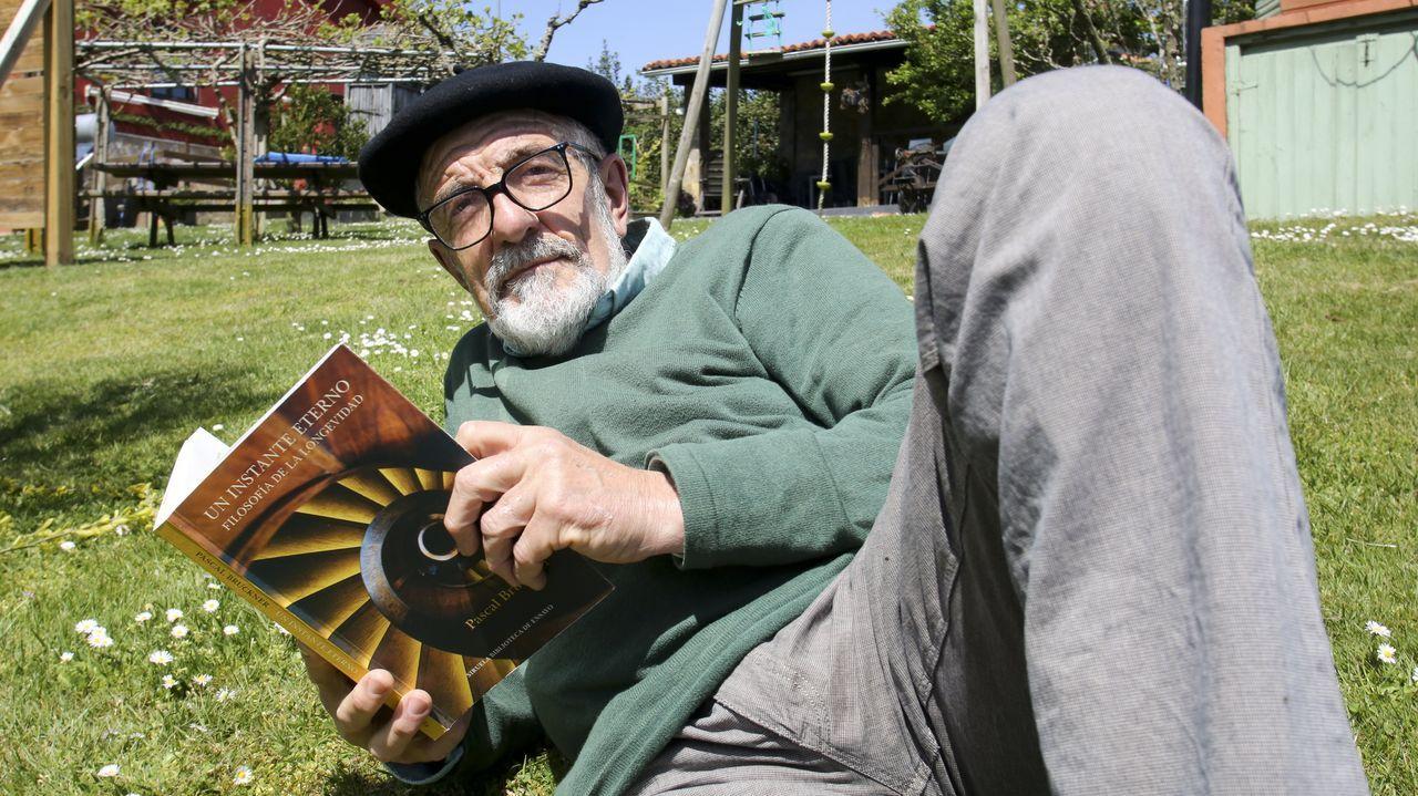 Alfonso Tellado, en su casa de San Sadurniño, donde vive desde hace dos décadas