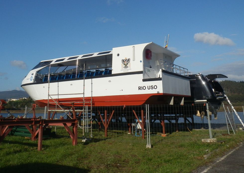 La embarcación está varada en Vegadeo a la espera de que la Diputación de Toledo decida qué hace.