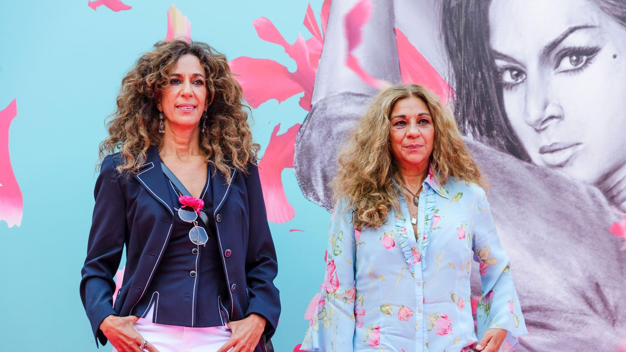 Rosario Flores y Lolita, en la presentación de la serie documental sobre Lola Flores en el FesTVal de Vitoria