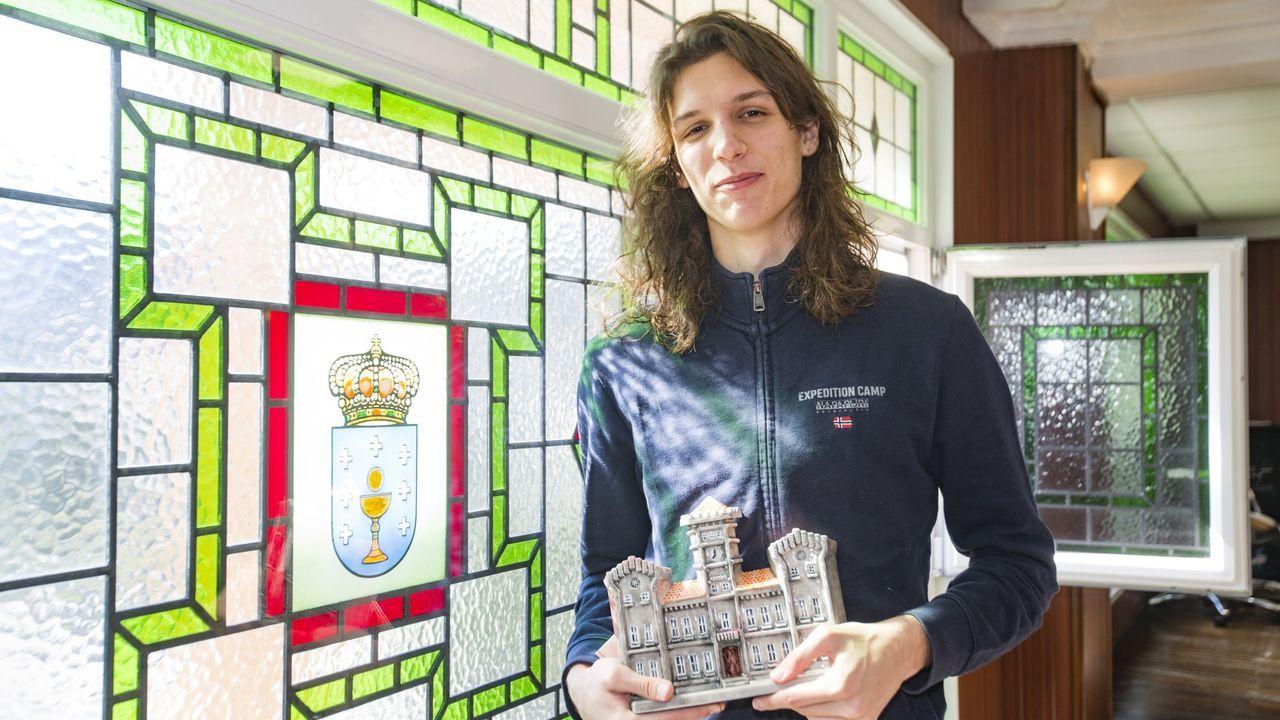El Campeonato Gallego absoluto de atletismo, en imágenes.Presentación de la sexta Festa do Atletismo Galego, este martes, en la pista del CGTD de Pontevedra