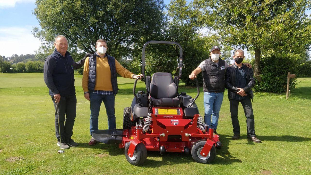 El club de golf Campomar recibió esta semana su nuevo cortacésped, vendido por la empresa Electro Agro, de Valdoviño