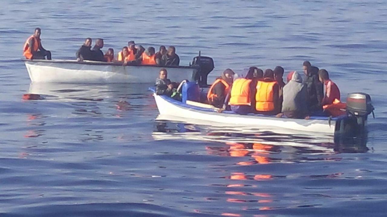 Primer encierro de los sanfermines.Imagen de archivo de dos pateras rescatadas por la Guardia Civil en Alicante
