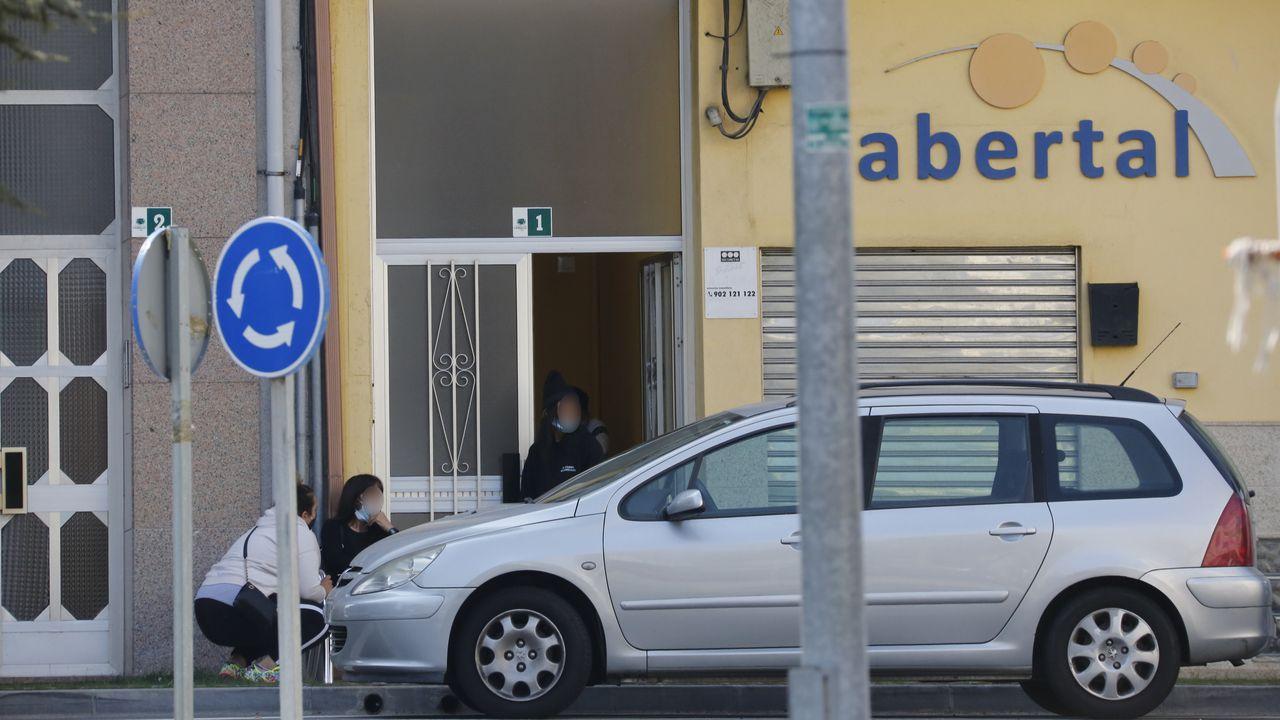 Cae la banda carballesa vinculada a los robos en negocios de la provincia.Pilar García, José Tomé e Xosé María Arias, este venres en Castroverde