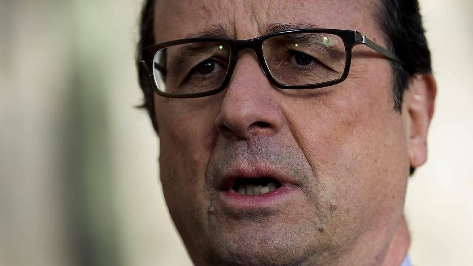 Los terroristas remataron a sangre fría a un policía.El escritor francés, Michel Houllebecq, protagonizó la última portada de «Charlie Hebdo».