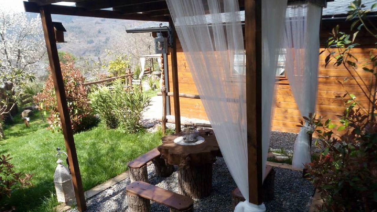 Instalaciones del alojamiento de turismo rural A Cabaniña, que tiene previsto reabrir el próximo día 12
