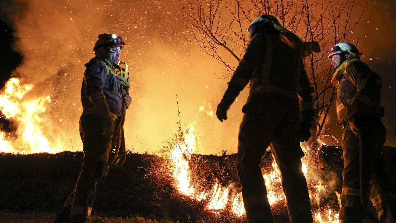 Fuego forestal en Vilamaior do Val.Desde lo alto del mirador de Ézaro puede observarse aún ahora la huella del fuego que arrasó O Pindo en el 2013