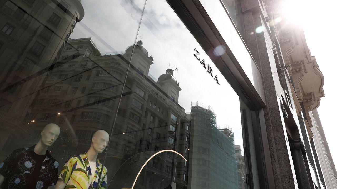 Las rebajas de verano dan el pistoletazo de salida en A Coruña.La escritora Amélie Nothomb, en el 2016