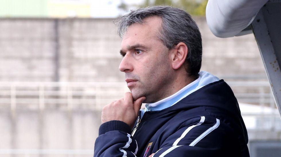 El Déporafina la puntería en Abegondo.Adrián López en su etapa en el Oporto