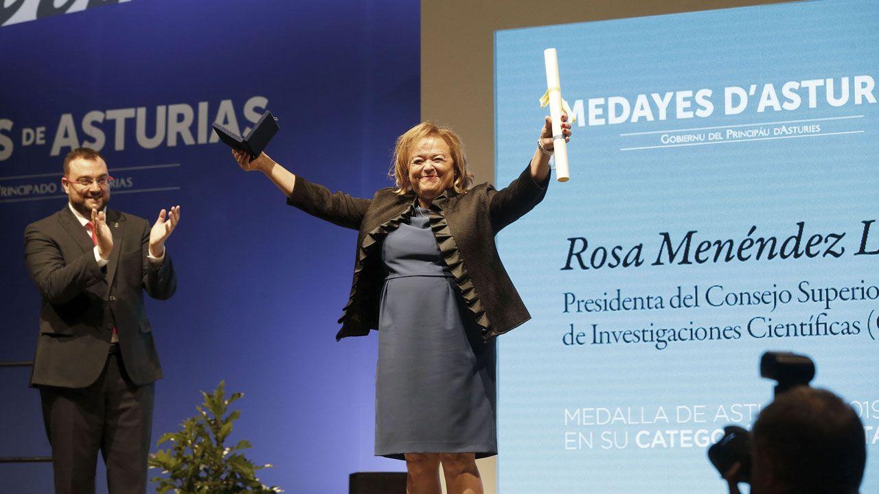 El presidente del Principado de Asturias, Adrián Barbón, entrega la Medalla de Asturias en su categoría de Plata  a la científica y presidenta del Consejo Superior de Investigaciones Científicas (CSIC), Rosa Menéndez López.