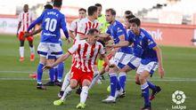 Edgar y Carlos Hernández, durante una acción a balón parado en el Almería-Oviedo