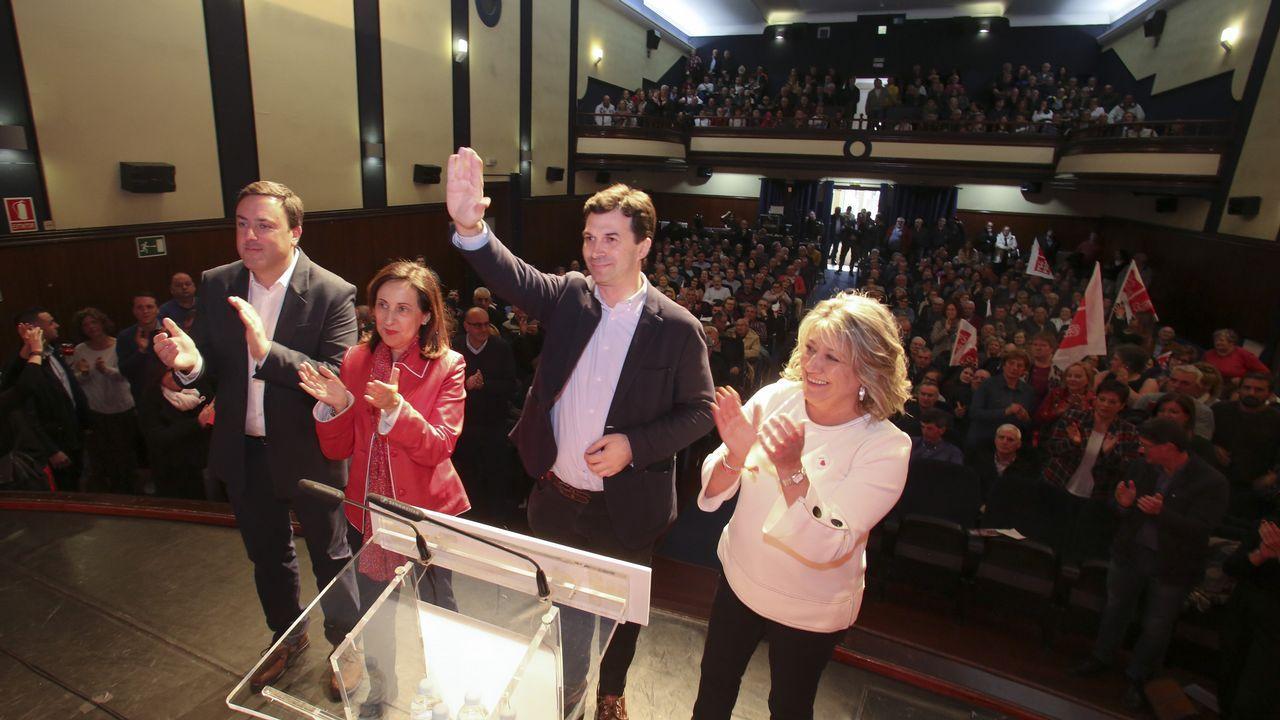Paseo por la muralla de Gonzalo Caballero con Cristina Narbona y la candidata del Lugo al congreso Ana Prieto y la alcaldesa, Lara Méndez
