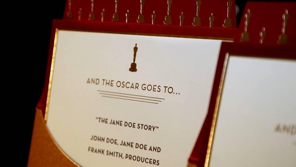 Ejemplos de los sobres que anunciaran los ganadores de los Oscar el próximo domingo 2 de marzo