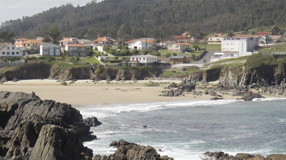 Playa de Retorta, en Boiro.Playa de Meiras, Valdoviño