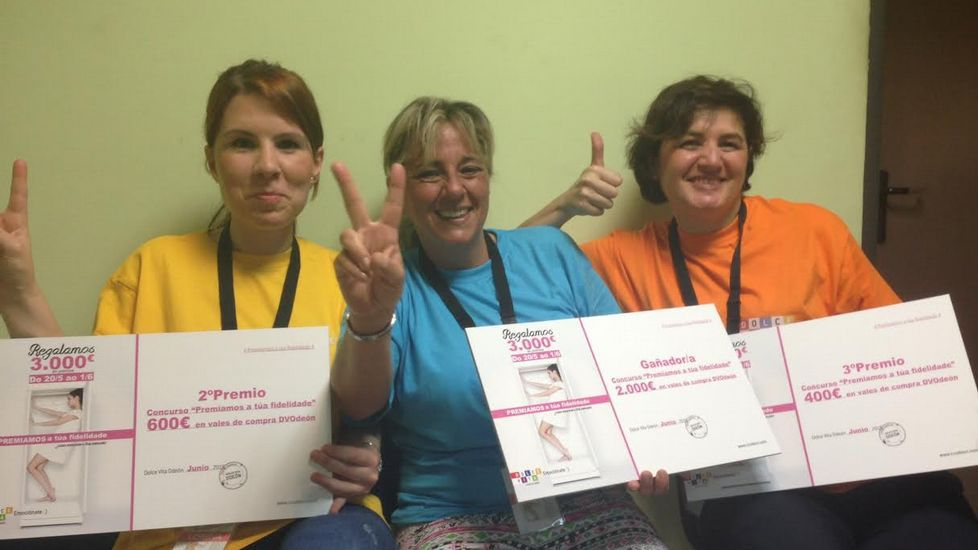 Las tres ganadoras posan con los premios otorgados por Odeón.