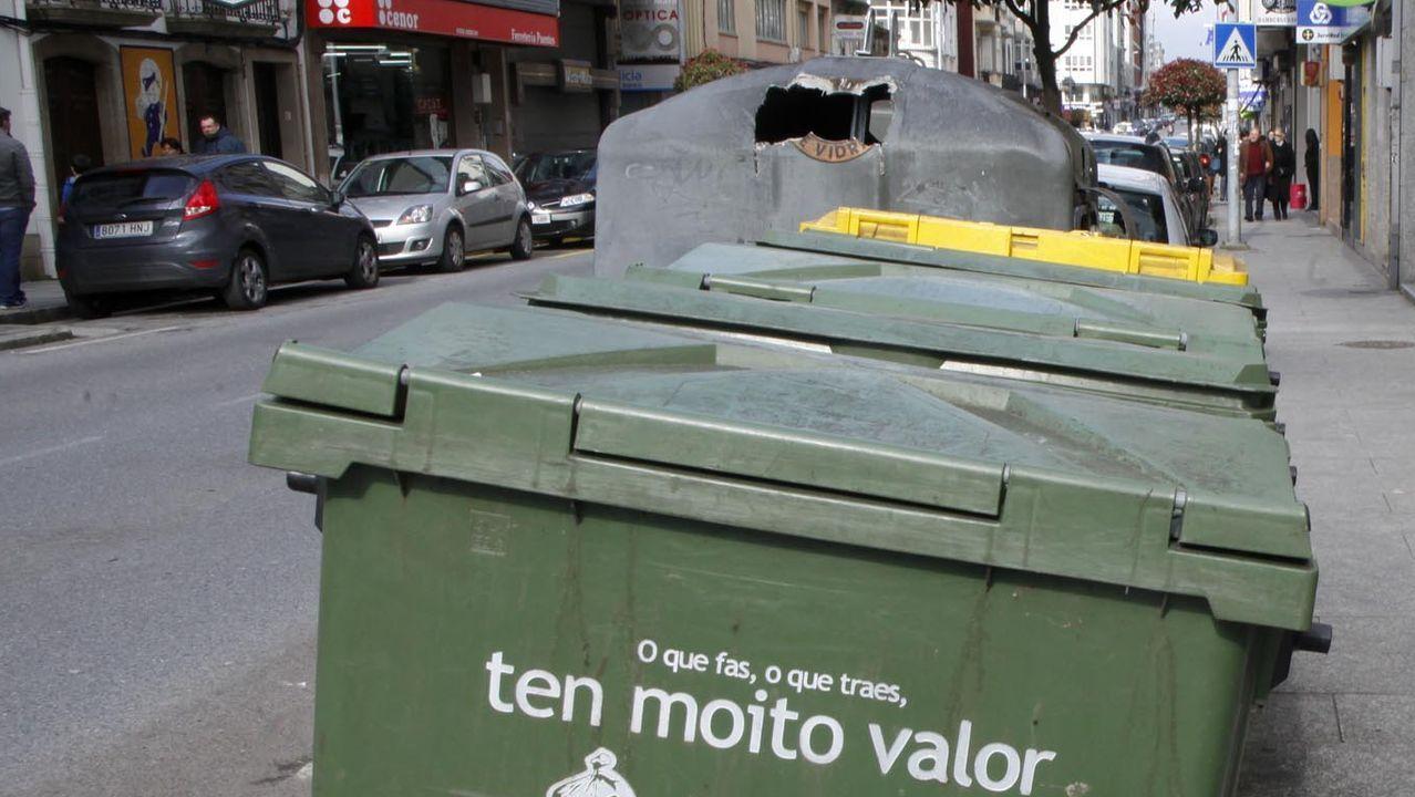 Contenedores en la Rúa da Pravia, en foto de archivo