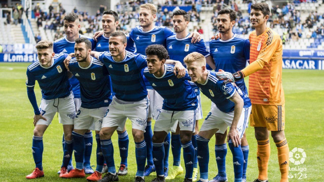 Las mejores imágenes del Deportivo - Almería.Alineación del Oviedo ante el Nàstic