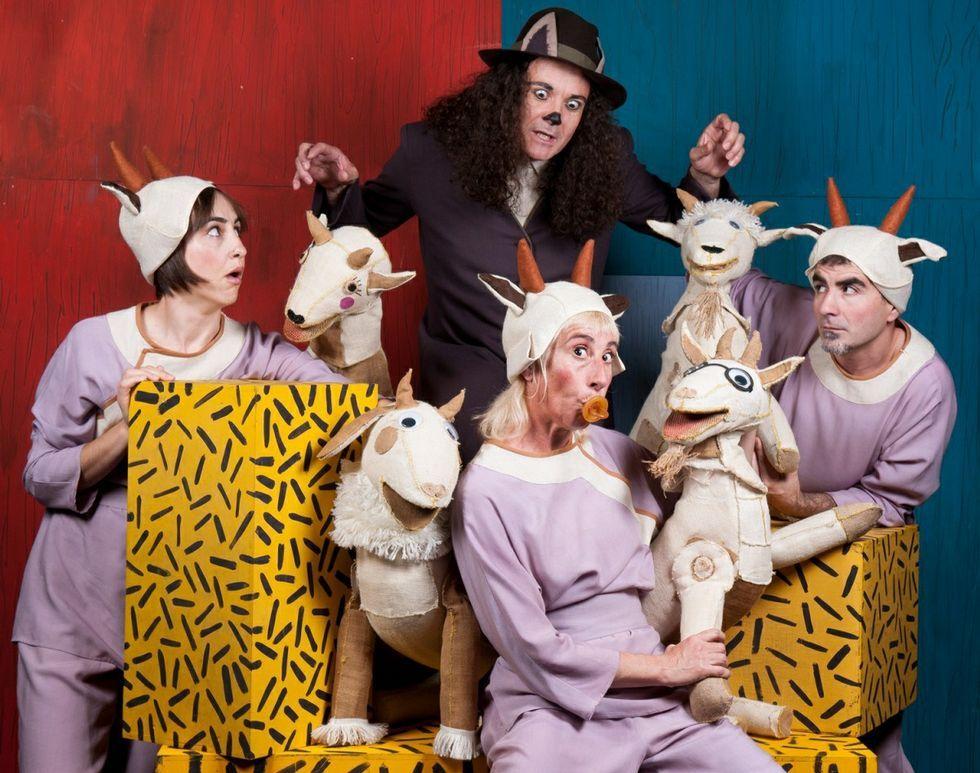 La compañía Pupaclown realizan la adaptación de «Los siete cabritillos» en el Teatro Colón