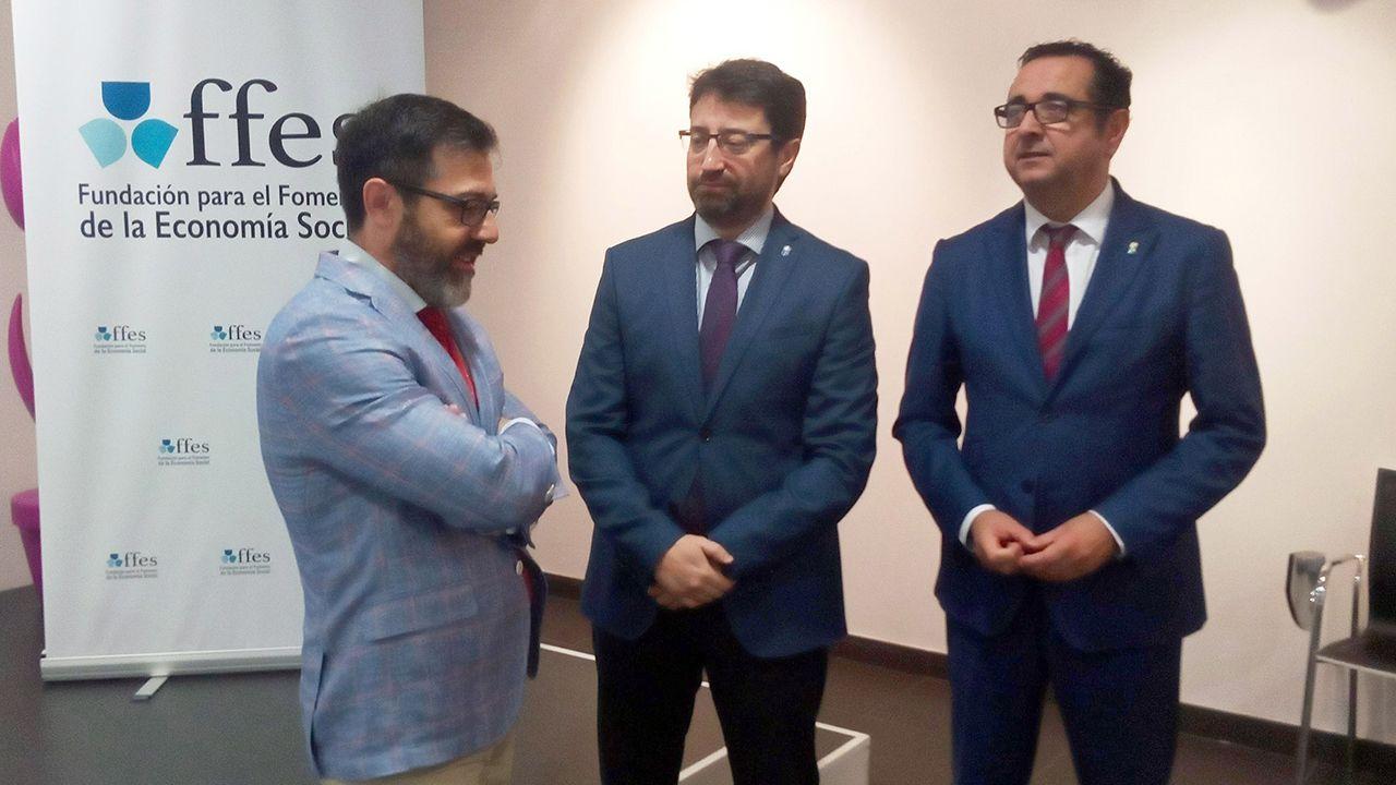 El consejero de Industria y Empleo, Enrique Fernández, en su visita a Avilés