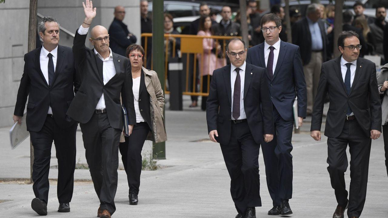 El 39 aniversario de la Constitución española.Mientras sus excompañeros del Gobierno intentan salir de prisión, Puigdemont se relaja asistiendo a la ópera en Gante