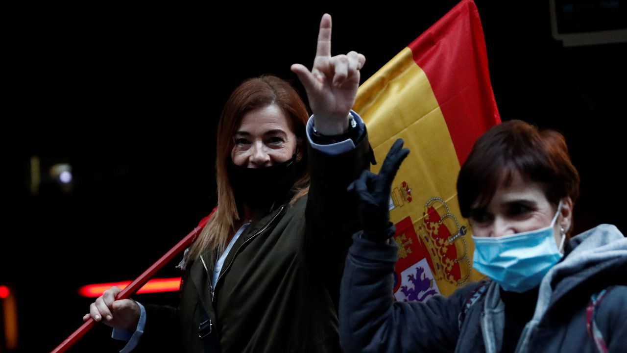 Vecinos en la protesta del barrio de Salamanca