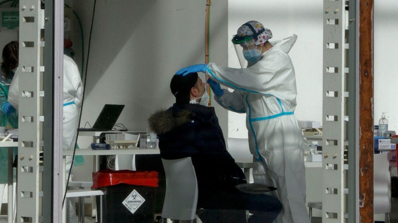 Los trabajadores delhospital gallego más castigado, el Chuac.Cribado masivo con test de antígenos en  Expocoruña para la detección del covid-19
