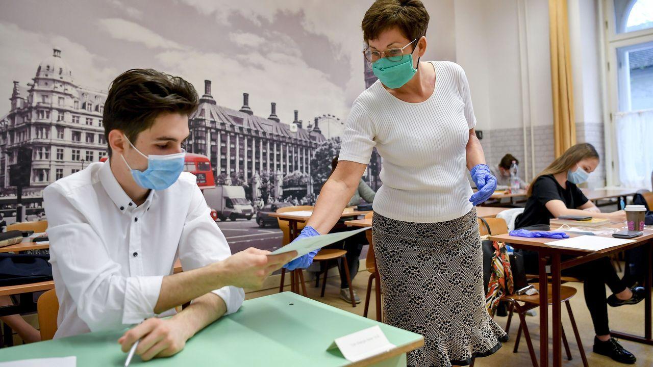 Las escuelas húngaras establecen un máximo de diez alumnos y mascarillas protectoras